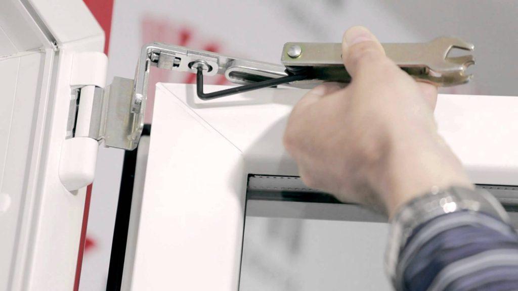 Servicii oferite de firme care repara termopanele